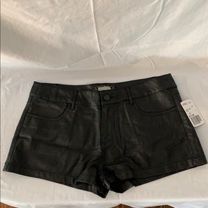 Forever 21 black faux leather shorts NWT Size 28
